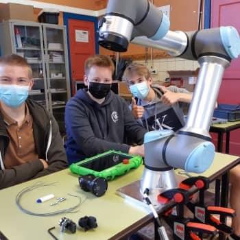 5EM en 6EM krijgen een opleiding UR5-cobot